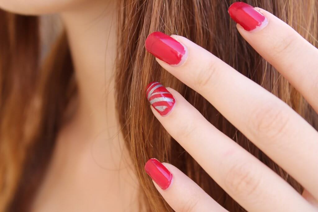 nail-polish-1677561_1280-1